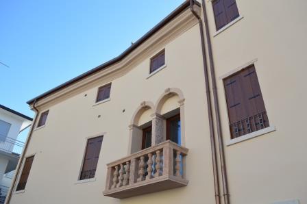 serramenti per palazzo corner