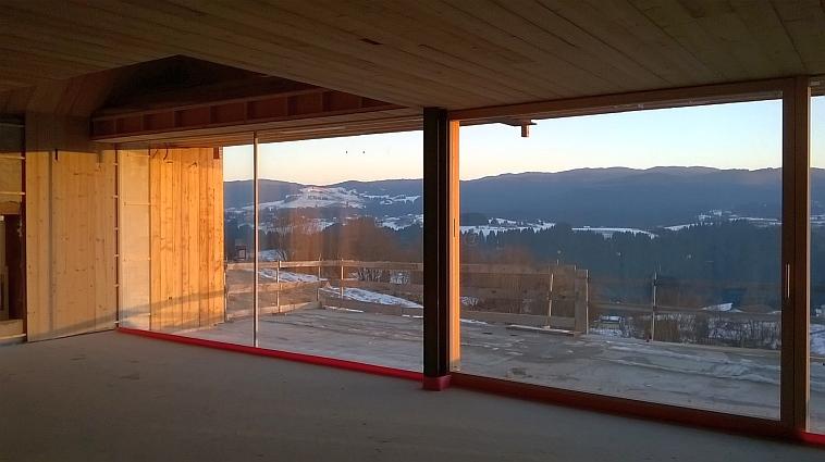 Serramenti in legno Clima 80 per villa Roana