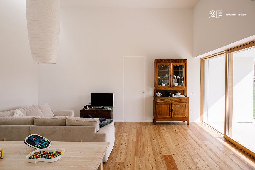 Abitazione moderna a vicenza serramenti in legno con for Abitazione moderna
