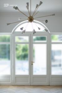 Villa liberty contemporanea - serramenti in legno laccato bianco - 13
