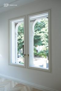 Villa liberty contemporanea - serramenti in legno laccato bianco - 17