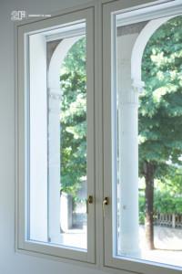 Villa liberty contemporanea - serramenti in legno laccato bianco - 18