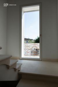 Villa liberty contemporanea - serramenti in legno laccato bianco - 25