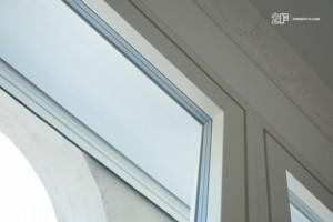 Villa liberty contemporanea - serramenti in legno laccato bianco - 7
