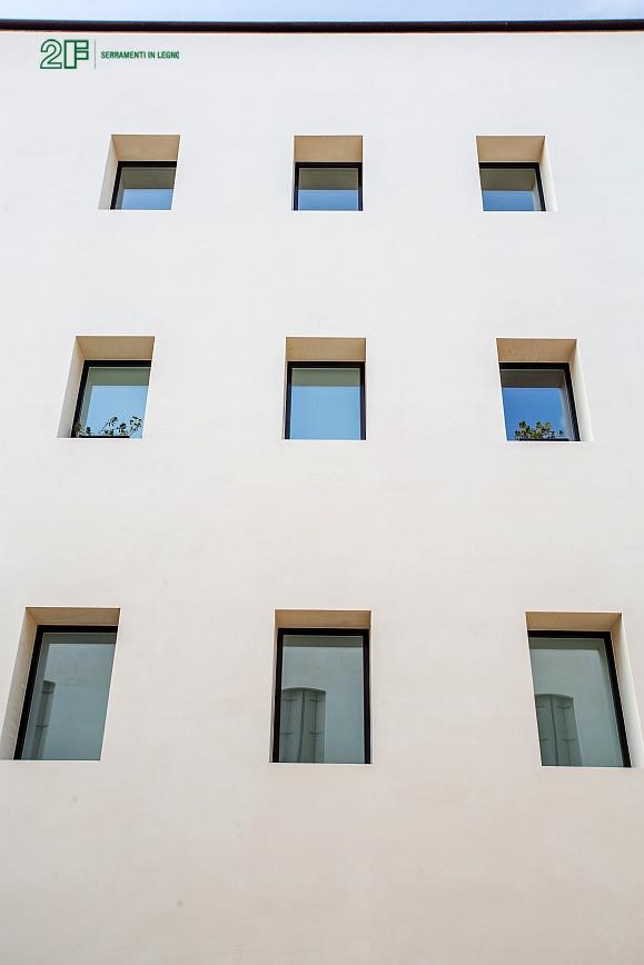 Complesso residenziale a Viicenza - Serramento in legno 2F - modello Italia 68 (c)