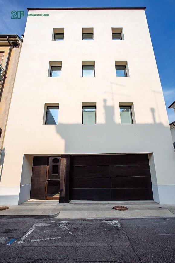 Complesso residenziale a Viicenza - Serramento in legno 2F - modello Italia 68 (d)