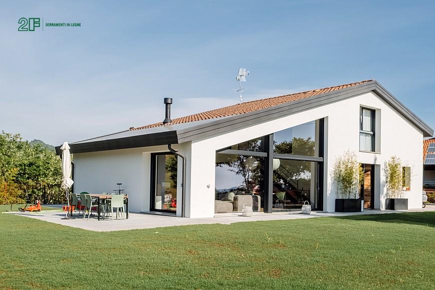 Geometrie e vetro per una villa privata ad Arzignano - Vicenza - serramenti in legno Italia 68 - 1