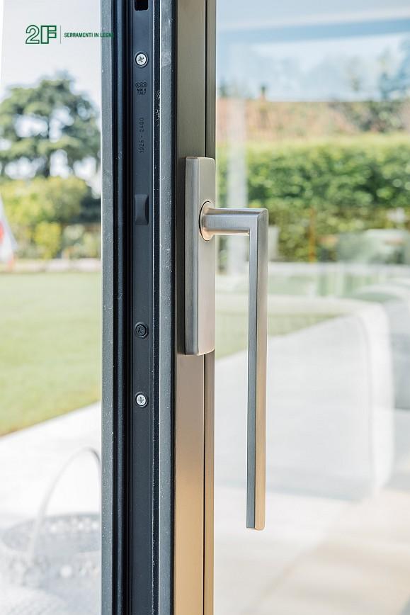 Geometrie e vetro per una villa privata ad Arzignano - Vicenza - serramenti in legno Italia 68 - 13