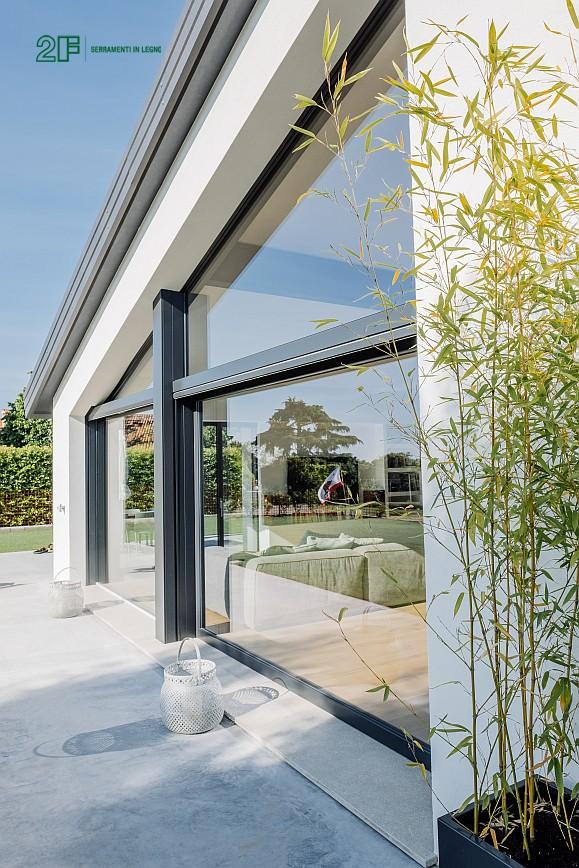 Geometrie e vetro per una villa privata ad Arzignano - Vicenza - serramenti in legno Italia 68 - 5