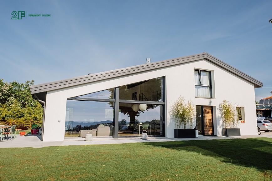 Geometrie e vetro per una villa privata ad Arzignano - Vicenza - serramenti in legno Italia 68