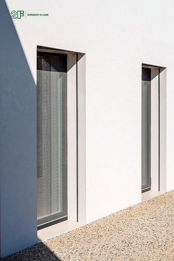 Serramenti legno-alluminio rasomuro 2F per una villa privata di Montecchio Maggiore (VI) - 3
